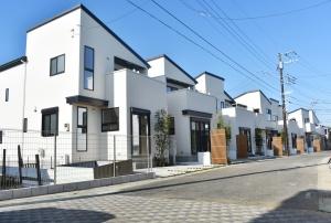 リーズン鎌ヶ谷 彩×白×美
